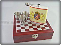 Angyalos fém flaska+sakkészlet- 3 pohárral-fa dobozban