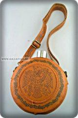 Flaska kerek, bőr borítással, Rakamazi Turul mintával- 1,2 L.