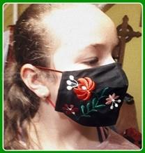 Magyaros kalocsaihímzett maszk-fekete
