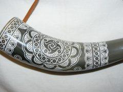 Szaru kürt faragott 26 cm