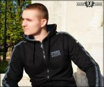 HARCOS kapucnis zipzáras pulóver  fekete szürke csíkkal