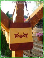 Női táska kalocsai hímzéssel