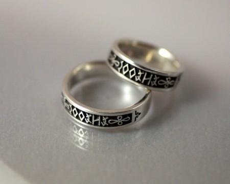 Eljegyzési és karikagyűrűk